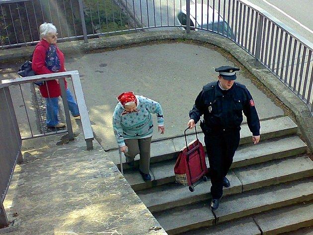 Strážníci v Litomyšli nežijí pouze pokutami.