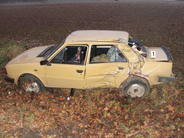 Žena se lekla auta v protisměru.
