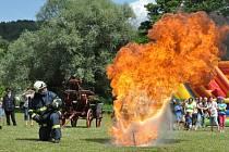 Dobrovolní hasiči v Rozhraní slavili o víkendu 115 let sboru. Pro návštěvníky oslav připravili nejen výstavu hasičské techniky, ale také ukázky své práce. Zasloužilí hasiči navíc převzali ocenění.