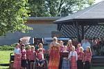 Základní umělecká škola se ve středu rozloučila s uplynulým školním rokem závěrečným koncertem žáků hudebního a tanečního oboru v parku.