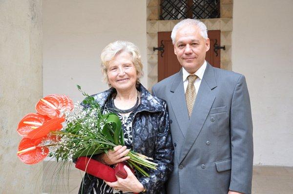 Lékařce Haně Šmákalové  přišli popřát také její kolegové. Mezi gratulanty skvětinami ale nechyběli ani pacienti  známé  lékařky.