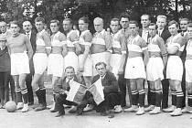 Unikátní snímek druhého místního klubu, AFK Litomyšl, byl pořízen v roce jeho založení (1933). Jména hráčů, jež oblékali jeho dres, se bohužel nedochovala a po 76 letech je už těžko dá někdo dohromady.
