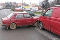 Nehoda na světelné křižovatce v Litomyšli není ničím neobvyklým. Řidič nerespektoval červenou.