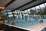 استخر شنای LITHOMISHLE CITY روز یکشنبه تولد خود را جشن می گیرد.  اما بازدیدکنندگان هدیه دریافت می کنند.