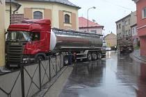 Nehoda nákladních vozidel se obešla bez zranění.