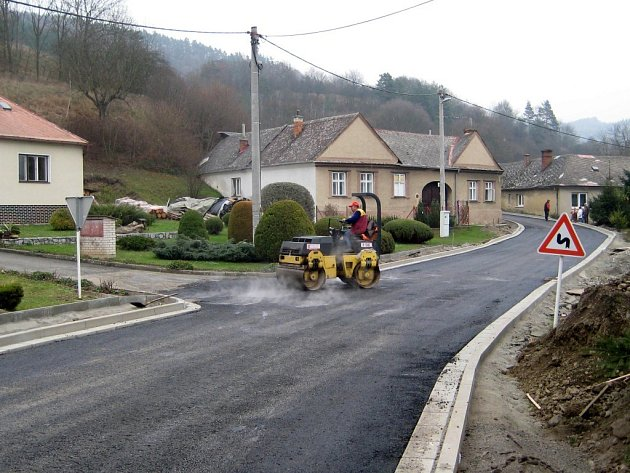 Oprava silnice ve Vranové Lhotě