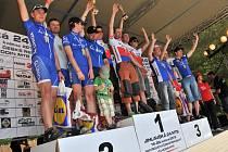 CELODENNÍ DŘINA se vyplatila. Čtyřiadvacet hodin se poličští cyklisté lopotili v sedle a odměnou jim byly stupně vítězů.