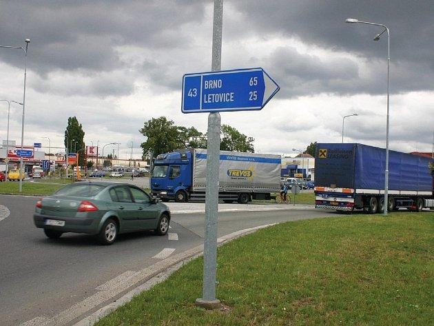 Silnice ve směru ze Svitav na Brno je v očích mnoha motoristů jednou z nejhorších ve svitavském regionu.