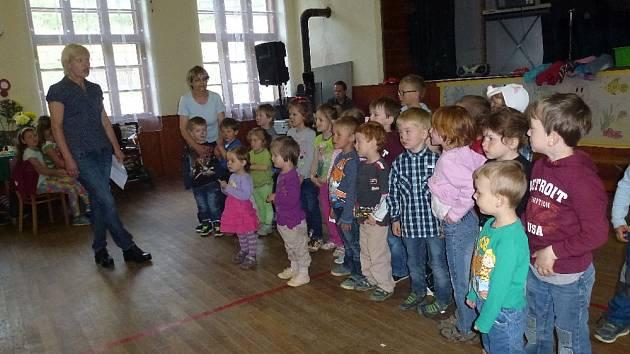 Děti si přichystaly vystoupení.