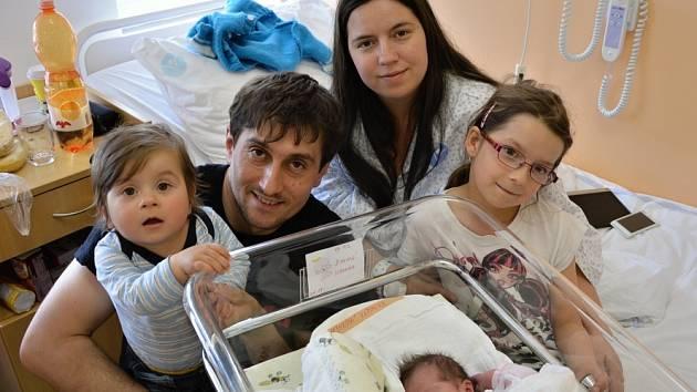 VERUNKA ŠIMKOVÁ. Narodila se 12. května Kristýně a Petrovi z Němčic. Měřila 49 centimetrů a vážila 3,15 kilogramu. Má sourozence Adélku a Kubíčka.