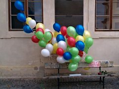 v Litomyšli poslali osmdesát balónků pro Václava Havla k jeho nedožitým narozeninám