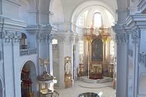 Akustiku řeší radní v chrámu Nalezení svatého Kříže. Vybrat technické řešení, však není jednoduché.