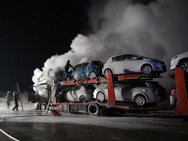 Požár tahače u Hřebečského tunelu.