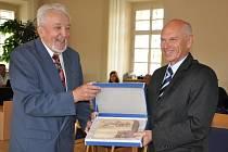 Cenu města Moravská Třebová převzal na pondělním jednání zastupitelů Rudolf Mánek.