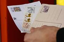 KORESPONDENČNÍ LÍSTEK za padesát haléřů je dávnou minulostí. Poslání dopisu  bude stát deset korun.