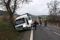 Další kamion skončil mimo vozovku