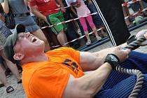 Siláci z celé republiky se utkali v sobotu v soutěži Strongman 2011 na náměstí v Litomyšli.