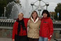 Matky vyjely na seminář až do Evropského parlamentu. U Atomia, zleva Čuhelová, Benešová, Hubálková