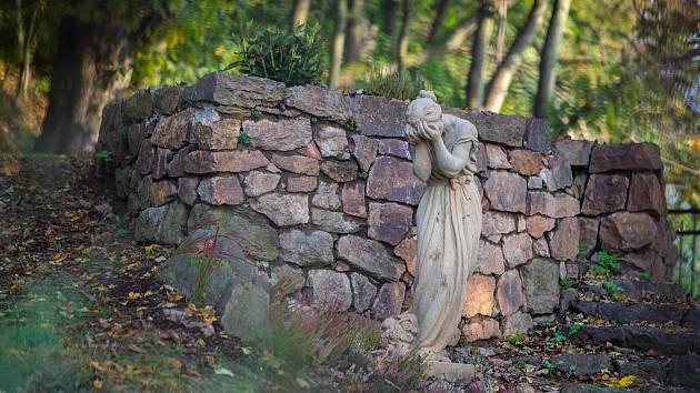 Socha Plačící Anny se po letech vrátila na své původní místo na úbočí Křížového vrchu v Moravské Třebové.