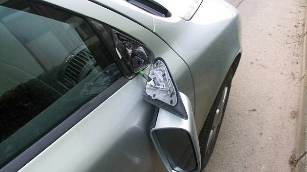 Řidič oktávky srazil motocyklistu.