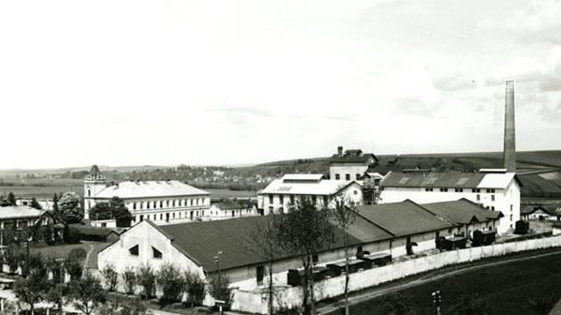 Pohled na cerekvický cukrovar z 30. let 20. století.