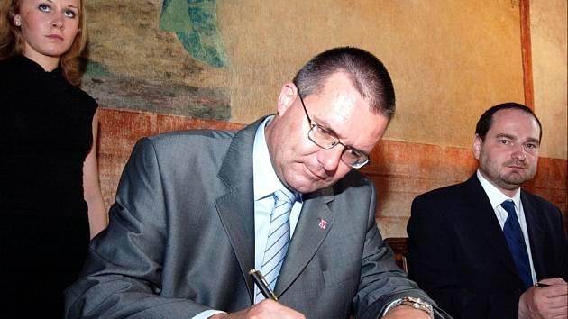 Michal Rabas podepsal smlouvu o partnerství Pardubického kraje se Smetanovou Litomyšlí.