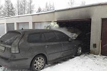 Požár auta ve Svitavách.