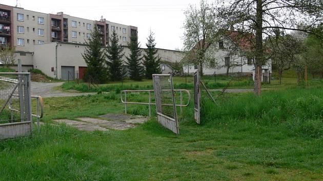 Koupaliště v Brněnci, místo schůzek místní mládeže.