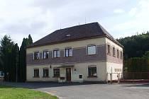 OPUŠTĚNÁ ŠKOLA v Linharticích najde nové využití. Vzniká tam Centrum environmentální výchovy Stolístek.