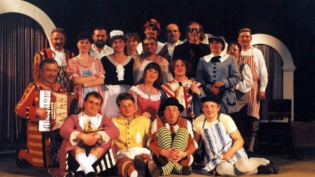 Činnost ochotnického divadla v Makově.