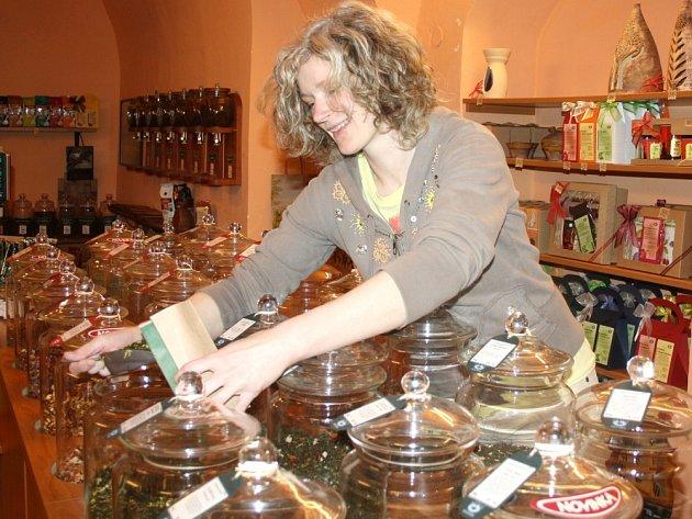 LIDÉ  se už naučili podle Ivany Stodolové z jedné svitavské prodejny pít kvalitní sypané čaje.