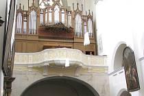 Varhanní matiné v chrámu, Dvořákovu Novosvětskou upravil Aleš Bárta pro varhany.