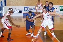 K netušeným výkonům se vzepjali svitavští basketbalisté. Sobotní výhra nad Kolínem před znovu zaplněnou halou Na Střelnici pro ně byla třetí za sebou.