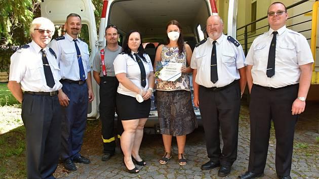 Dobrovolní hasiči z Litomyšlska podpořili zdravotníky.