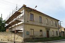 Fara v Morašicích prochází kompletní rekonstrukcí. Po dokončení prací bude sloužit také mladým obyvatelům obce.