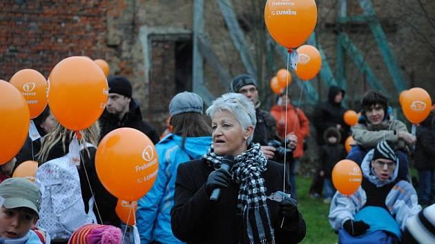 Vypouštění balónků na podporu Ježíška.