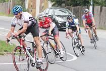 Z cyklistické části závodu.