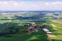 AČKOLIV DÁLNICE D35 má v úseku kolem Kornic a zvláště pak v okolí Strakova vést v hlubokém, až 11metrovém zářezu, místní požadují posun trasy dál od jejich domů.