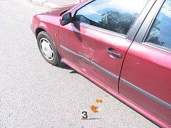 Neznámý řidič narazil do automobilu na parkovišti a ujel