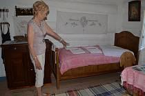 Brtounova chalupa ukrývá muzeum ševcovského řemesla. Svého času bylo v Bystrém na šest stovek ševců.