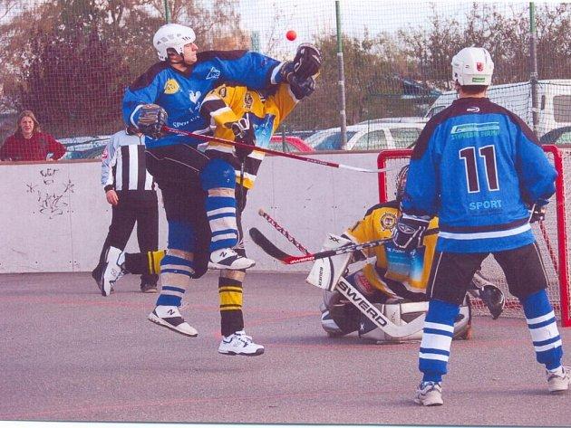 Výkony hokejbalistů Svitav jsou jako noc a den. Proto budou muset o postup do play off ještě zabojovat.