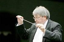 Rapsodie, koncert pro violu a orchestr H 337 od Bohuslava Martinů v podání Tabei Zimmermann pod taktovkou Petra Altrichtra si v Rudolfinu vychutnali poličští milovníci hudby.