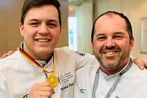 Mladý talentovaný kuchař Vojtěch Petržela ze Svitav získal v úterý ve Stuttgartu na Olympiádě IKA Culinary Olympics zlatou medaili.