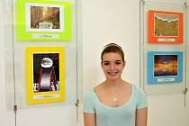 Šárka Knížková z Randovky v Jablonci nad Nisou se právem usmívá. Její výtvarná díla vytvořená na počítači vyhrála. Úspěch slavila celá škola. Gymnazisté se odvezli celkem pět cen.
