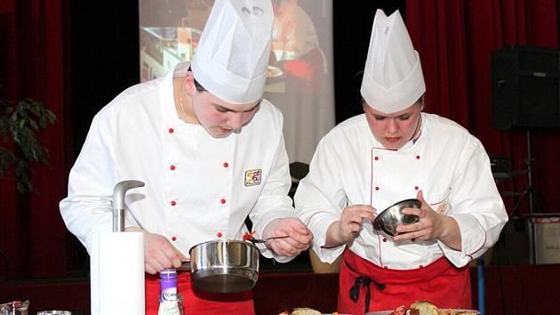 Kuchaři z Poličky zvítězili na soutěži Vaření bez hranic 2011.