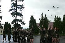 Slavnostní vyřazení ve vojenské škole v Moravské Třebové.