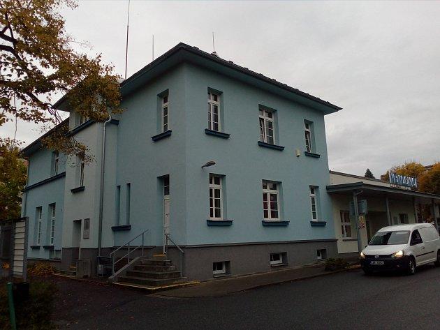 Policie zasahuje v nemocnici v Litomyšli.