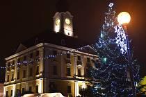 Lidé se setkali u vánočního stromečku v Poličce