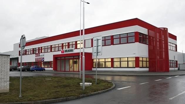 Milacron rozjel už vloni výrobu v novém závodu vystavěném v poličské průmyslové zóně.