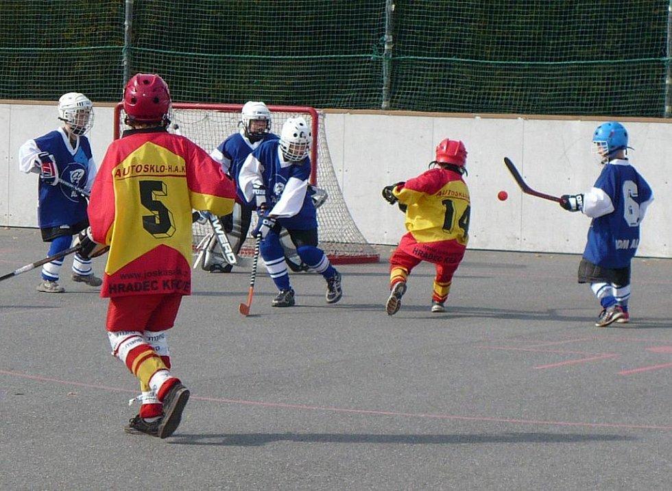 Hokejbalové hřiště v Lačnově hostilo první ze série turnajů východočeského přeboru přípravek za účasti pěti družstev.